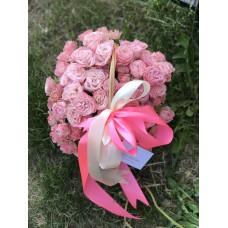 "Корзина с кустовыми розами ""бомбастик"" диаметром 20 см  (до 19 веток)"