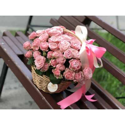"Корзина с кустовыми розами ""бомбастик"" диаметром 25 см  (до 29 веток)"