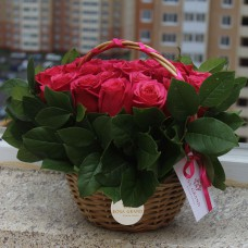 Букет малиновых розам в корзине диаметром 20 см  (до 25 роз)