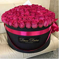 Малиновые розы в цилиндре (XXL) от 215 роз