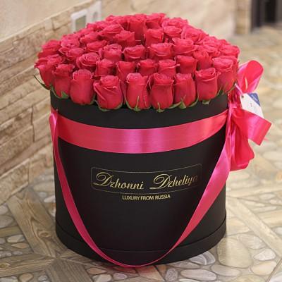 Малиновые розы в цилиндре (L) 69-75 роз - доставка цветов по СПб