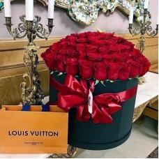 Красные розы в цилиндре (L) 69-75 роз