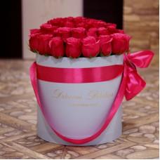 Малиновые розы в цилиндре (M) 43-47 роз - доставка цветов санкт петербург