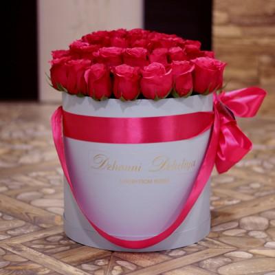 Малиновые розы в цилиндре (M) 43-47 роз - доставка цветов по Санкт-Петербургу