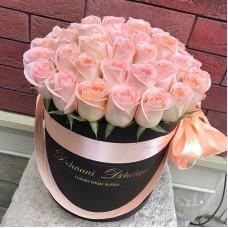 Розовые розы в цилиндре (M) 43-47 роз
