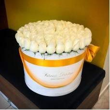Белые розы в цилиндре (XL) от 101 розы
